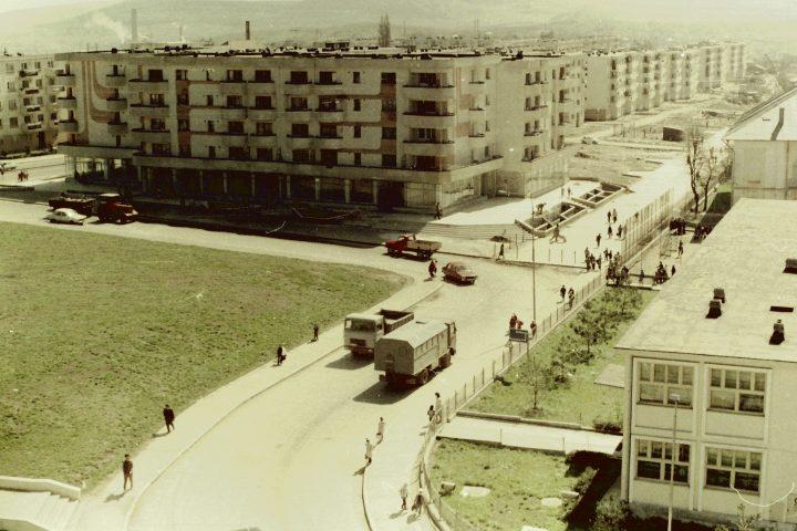 UN ORAȘ, DOUĂ SECOLE (141): Noile blocuri de pe strada Republicii din Fălticeni