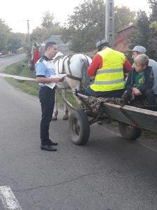 Polițiștii suceveni împart veste reflectorizante căruțașilor: 40 accidente în acest an