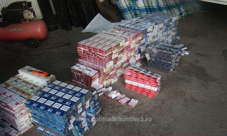 Țigări ucrainene transportate de trei suceveni, pe jos, pe Europeanul 85