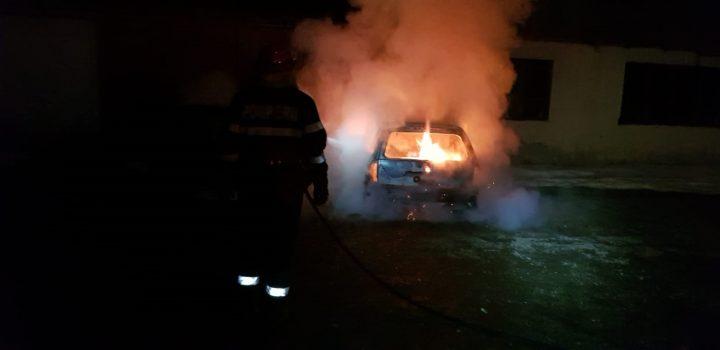 Incendiu la un autoturism în Boroaia