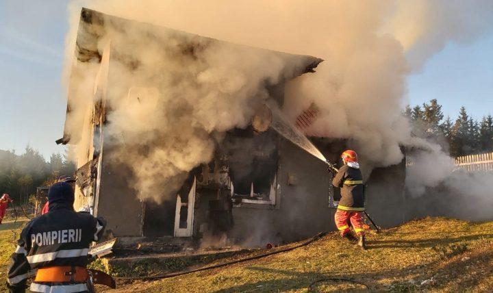 Incendiila Rădăuțiși Dorna Arini. Două persoane au primit îngrijiri medicale