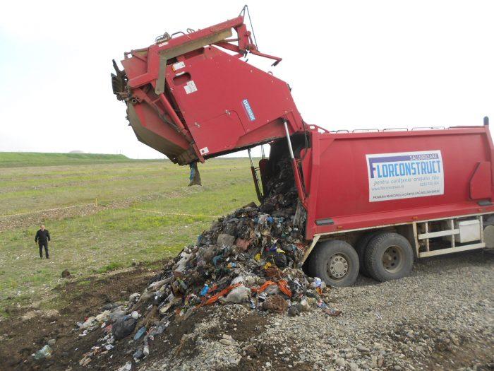 """FOTO / Flutur recunoaște că depozitul de deșeuri Moara a încălcat legislația chiar de la primul camion descărcat: """"Se vede cu ochiul liber prea mult plastic aici"""""""