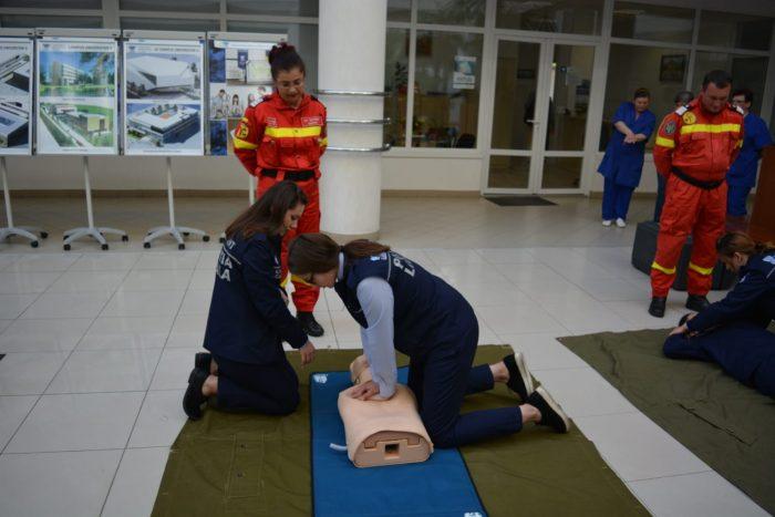 Demonstrații de acordare a primului ajutor și de autoapărare la USV