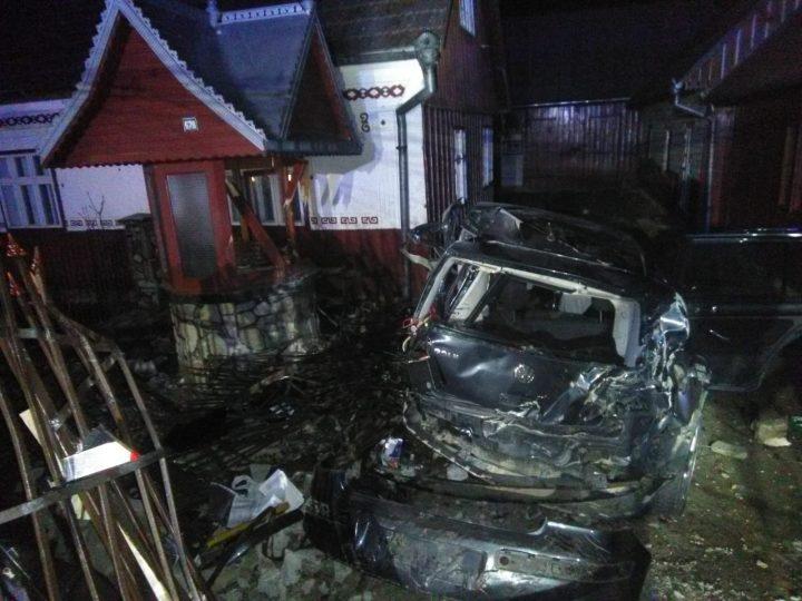 Un tânăr decedat și altul rănit într-un accident rutier la Putna