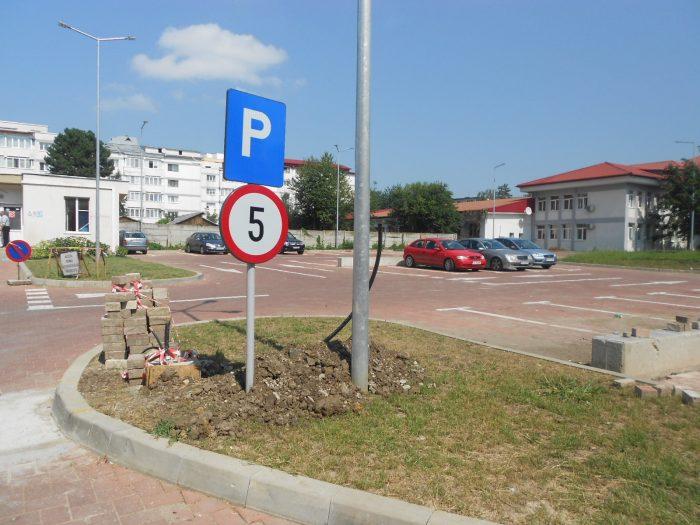 FOTO / Tarif de 5 lei prima oră în parcarea Spitalului Județean Suceava