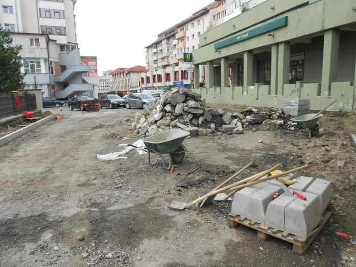 FOTO/Lucrări anemice la refacerea străzilor Curtea Domnească și Bogdan Vodă din municipiul Suceava