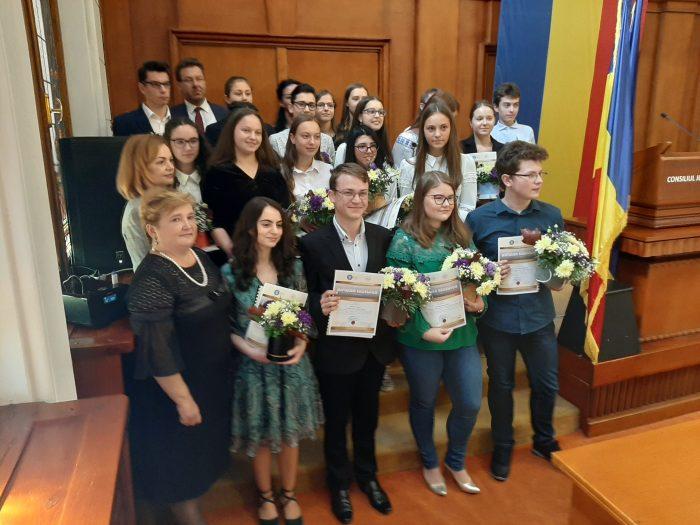 20 de elevi suceveni premiați cu bani de Inspectoratul Școlar, via Guvern