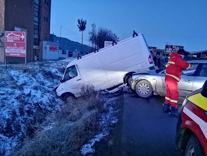 Două accidente rutiere, azi, în Șcheia: trei persoane rănite