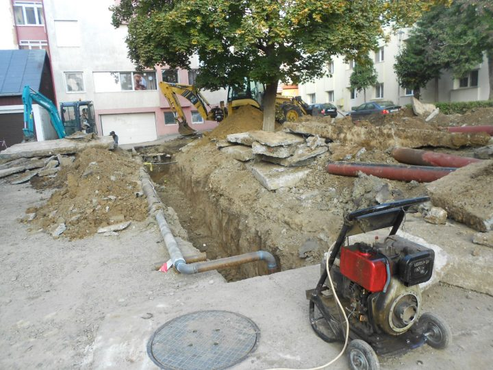 Strada Grigore Ureche din Suceava nu a fost refăcută în totalitate