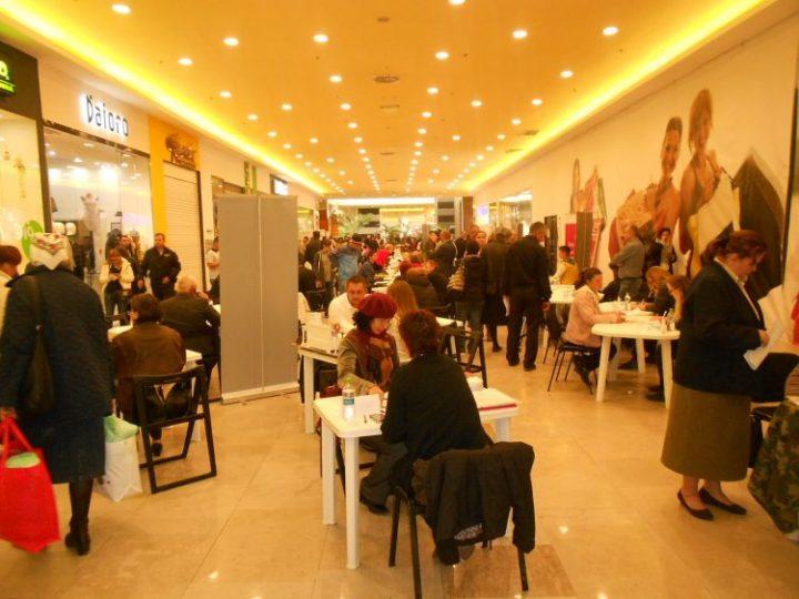 369 de locuri vacante la Bursa de muncă pentru absolvenți în județul Suceava