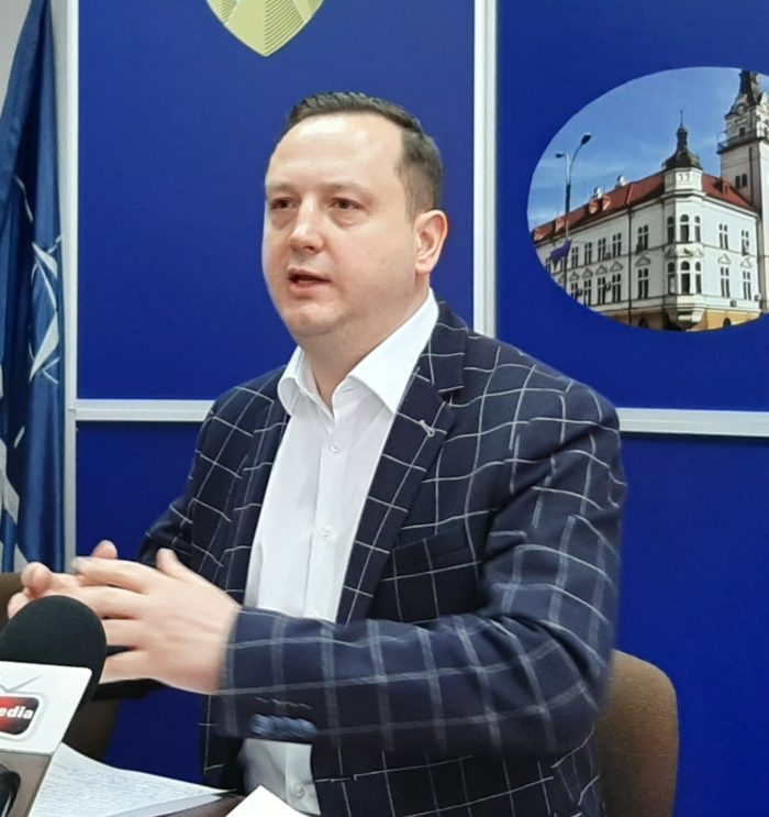 Prefectul Moldovan vrea să organizeze o strângere de fonduri pentru achiziția unei linii de fabricare a măștilor de protecție la Suceava