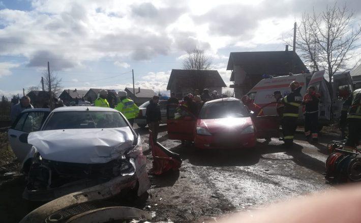 Patru persoane rănite într-un accident rutier la Rădăuți