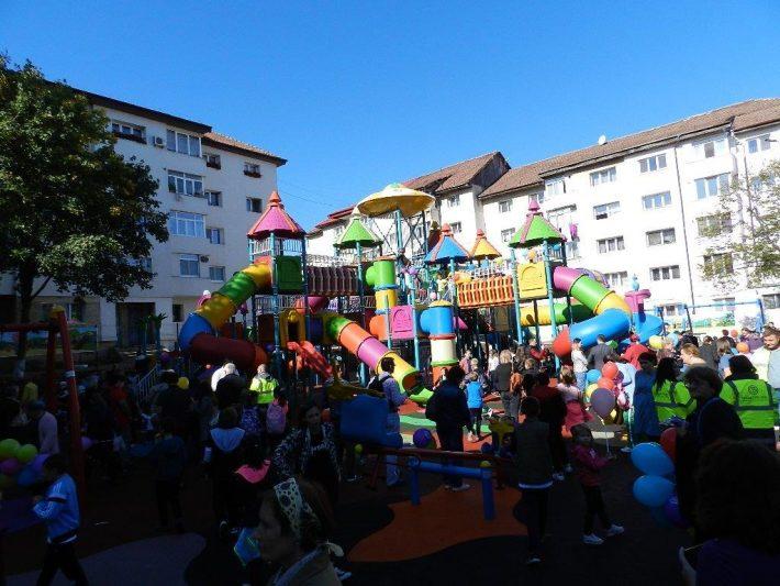 Peste 550.000 euro pentru modernizarea a 10 locuri de joacă din municipiul Suceava