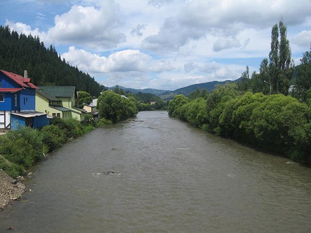 Avertizare de inundații pe râul Bistrița în județul Suceava