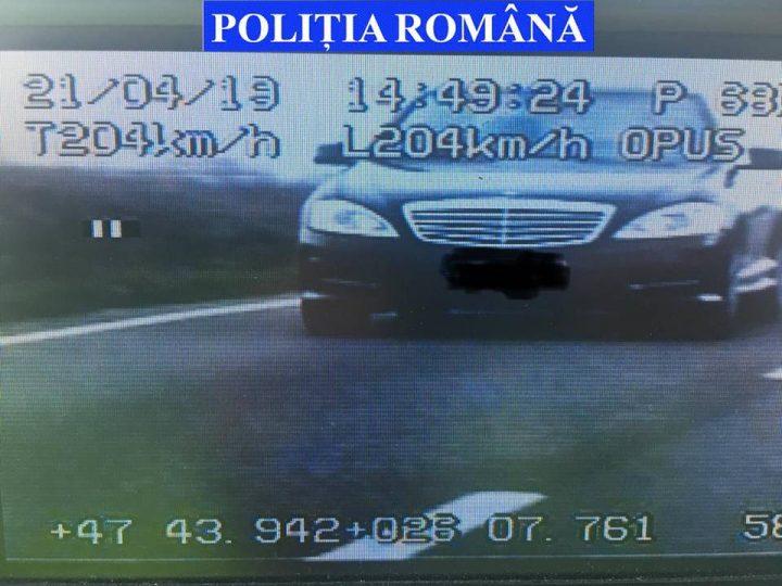 86 de permise reținute de polițiștii suceveni, în weekend. Un conducător auto rula cu 204 km/h pe DN 2