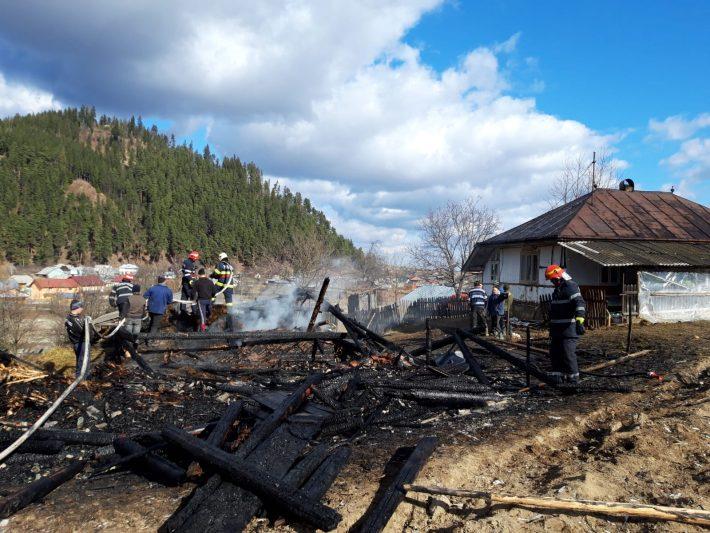 Incendiu în comuna Slatina provocat de jocul copiilor cu focul
