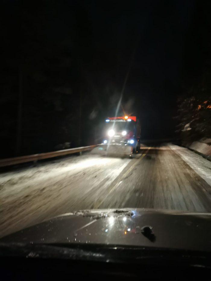 Trafic rutier îngreunat în județul Suceava din cauza viscolului, circulație feroviară întreruptă la Coșna