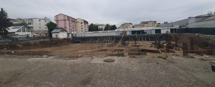 A început ridicarea structurii la parcarea subterană din Piața Mică Suceava