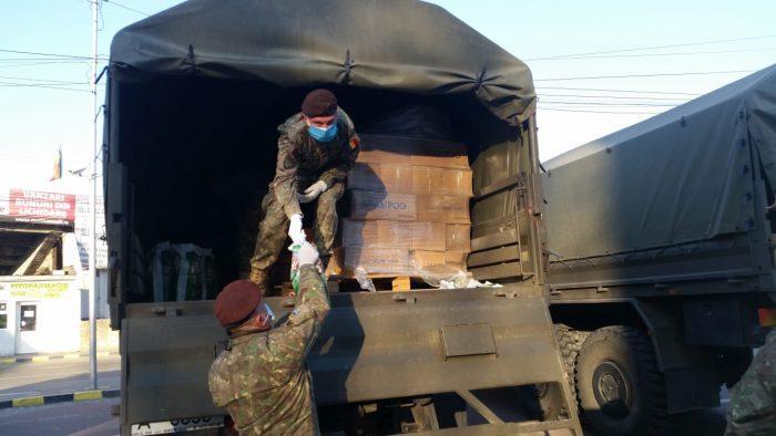 Armata distribuie alimente în zona carantinată Suceava