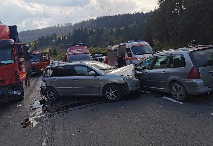 FOTO / Patru persoane rănite într-un accident rutier la Iacobeni