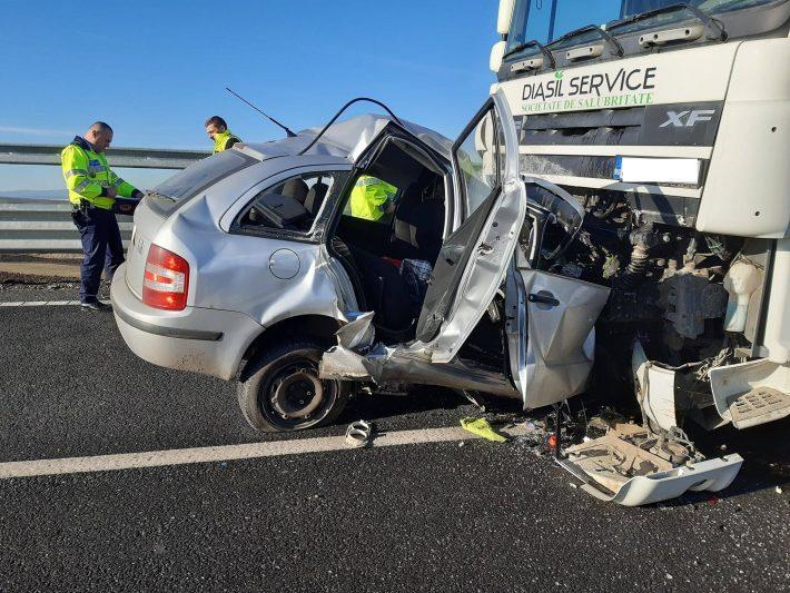 Șofer decedat după ce a lovit frontal un camion, pe șoseaua de centură a Sucevei