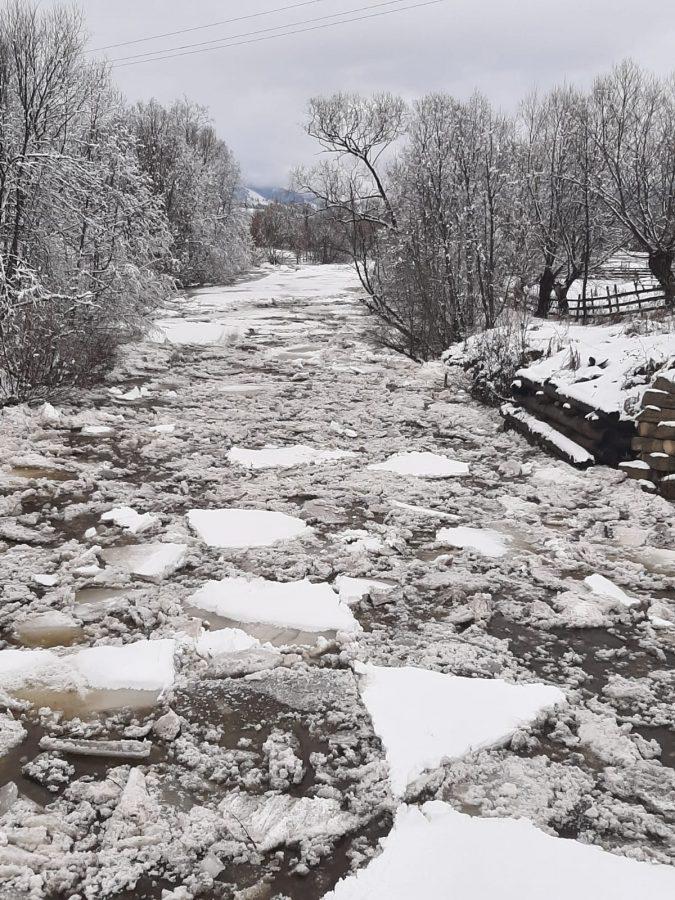 Nu se semnalează blocări cu gheață a cursurilor de apă din județul Suceava