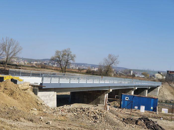 Noul pod peste râul Suceava a fost finalizat, întârzie lucrările la ruta ocolitoare spre Botoșani