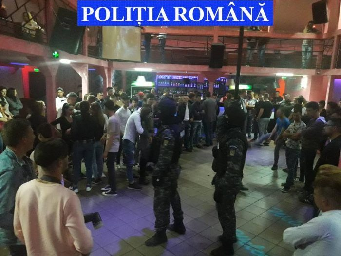 """Razii cu """"mascați"""" în discoteci, baruri și săli de jocuri de noroc. Polițiștii au dat amenzi de peste 8.000 lei"""