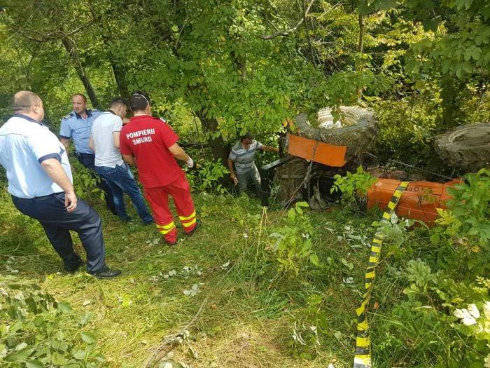 Bărbat decedat după ce s-a răsturnat cu tractorul, la Mănăstirea Humorului