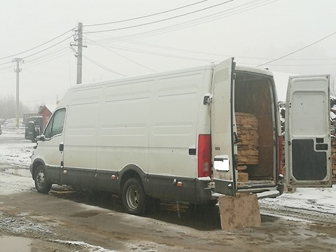 Transport de material lemnos fără documente de proveniență depistat de jandarmi la Frumosu