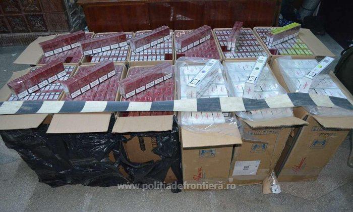 Țigări de contrabandă abandonate lângă frontieră, la Izvoarele Sucevei