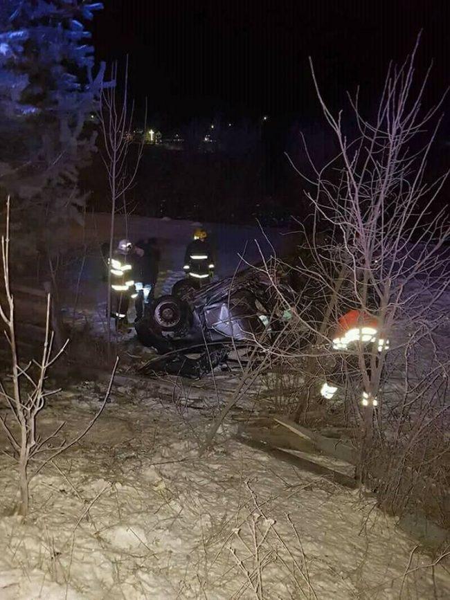 Femeie de 30 de ani decedată după ce mașina în care se afla s-a răsturnat, la Frasin