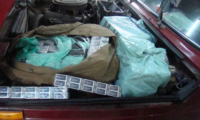 Amendă de 5.000 lei și interdicție 5 ani pentru un ucrainean care a ascuns sub capota mașinii țigări de contrabandă de 700 lei