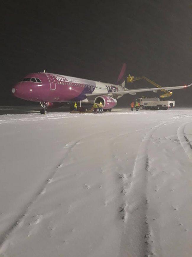 Intervenții de deszăpezire a pistei și de degivrare a aeronavelor la aeroportul Suceava