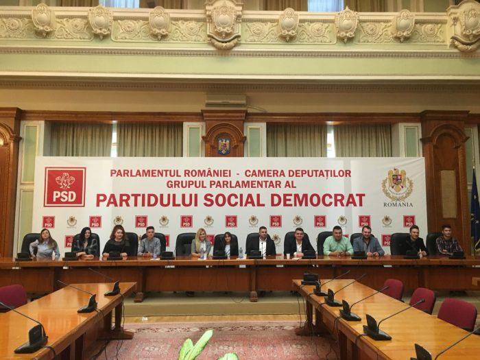Tinerii din PSD Suceava au mers la Parlament să primească lecții de la Dragnea și să-și vadă viitoarele locuri de muncă