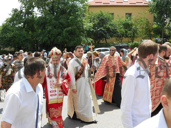 Arhiepiscopul Teodosie la hramul Mănăstirii Sfântul Ioan cel Nou de la Suceava