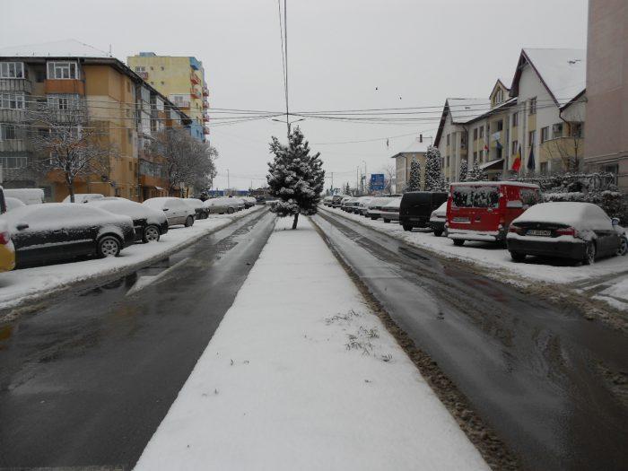487 tone de material antiderapant pe drumurile naționale din județul Suceava