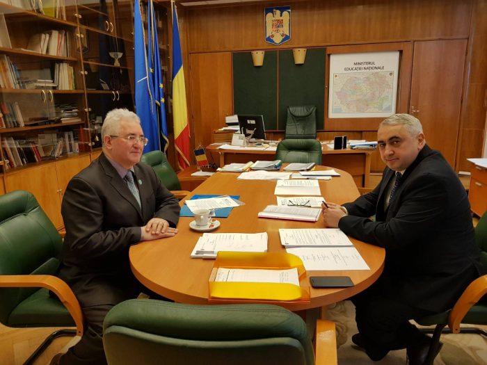 OCHIUL SOACREI: La o cafea cu ministrul