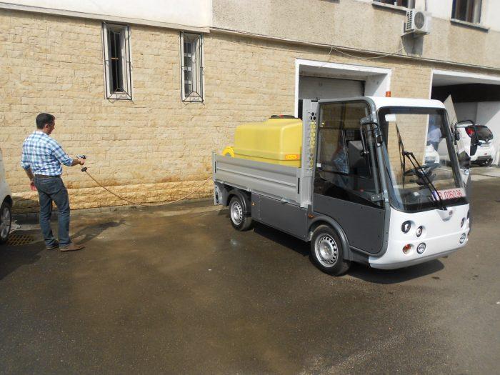 Primele autoutilitare electrice au ajuns la Primăria Suceava.Valoarea lor: peste 286.000 euro