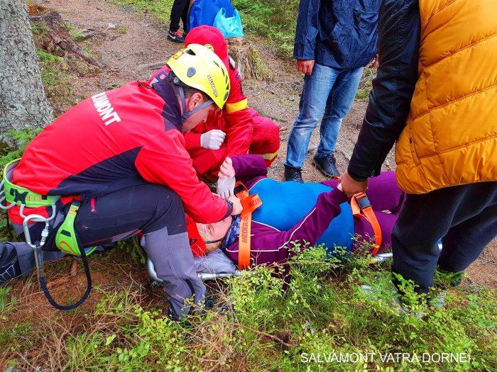 Suceveancă cu picior fracturat, recuperată de salvamontiști la Durău