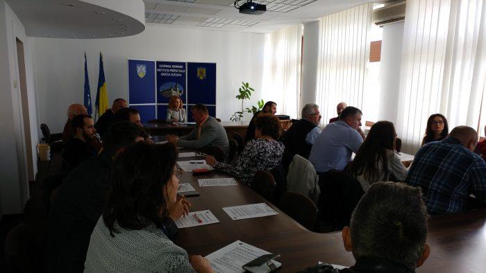 Prefectura Suceava ademenește ONG –urile la parteneriate guvernamentale, răspunsul este marcat de scepticism
