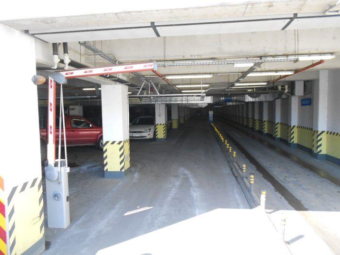 Se montează barierele în parcările subterane din centrul Sucevei