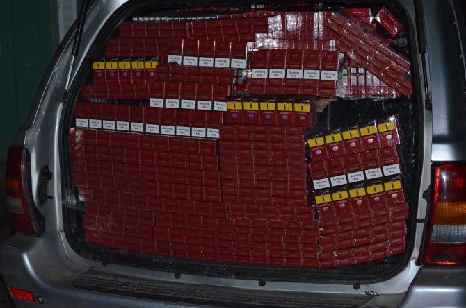 Autoturism burdușit cu țigări de contrabandă de peste 115.000 lei depistat de polițiștii de frontieră la Brodina