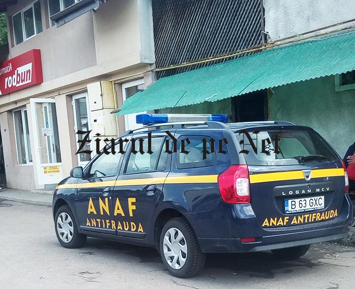Razie ANAF în piața agroalimentară și la aprozarele din Fălticeni. Mașina de la antifraudă, parcată în zona traficanților de țigări din piață