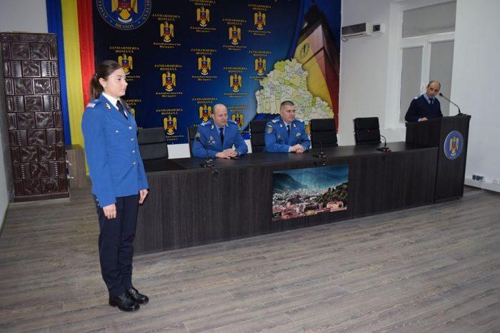 O absolventă a Școlii de Subofițeri Jandarmi Fălticeni asigură paza și ordinea interioară de la Curtea de Apel Brașov