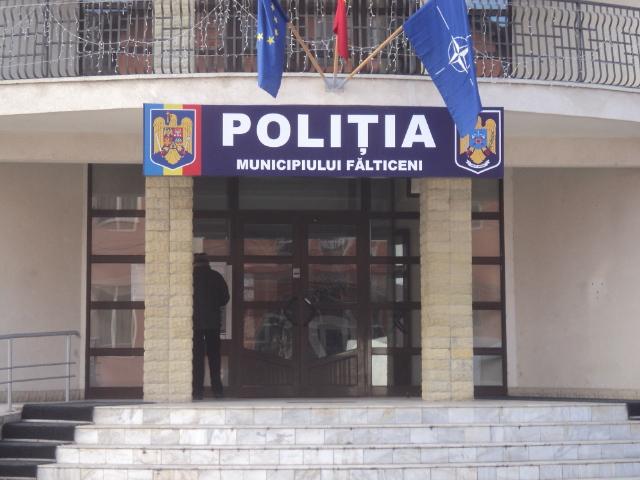 """Operațiunea de salvarea a unui """"amenințat"""" din clădirea CEC Bank Fălticeni, finalizată cu amendarea reclamantului"""