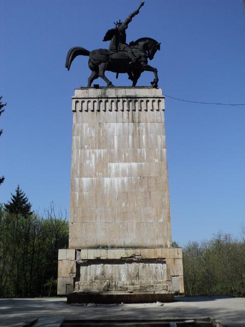 Statuia lui ȘTEFAN CEL MARE, imagine a nepăsării autorităților și vizitatorilor