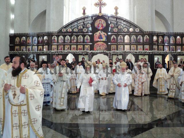 10.000 de credincioși la sfințirea catedralei NAȘTEREA DOMNULUI din Suceava