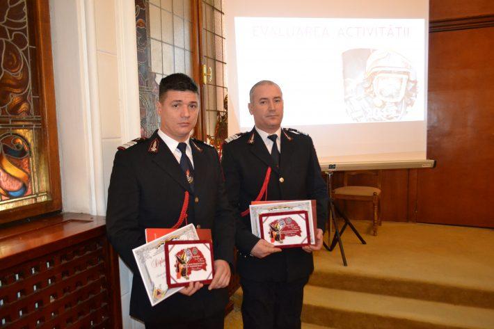 Doi pompieri fălticeneni au primit diplome de excelență pentru merite deosebite. Fiecare a salvat câte o viață, intervenind în timpul liber