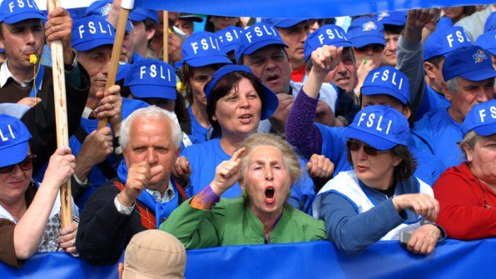 """FSLI: """"Sistemul de educaţie din România a devenit singurul din Europa în care sunt acceptaţi necalificaţii"""""""